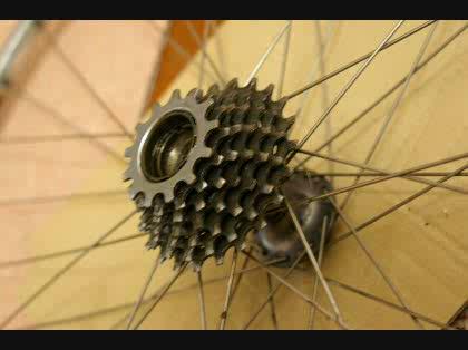 自転車の 古い自転車 : 古いロードレーサの後輪のハブ ...