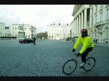 自転車で車道を走るときは蛍光 ...