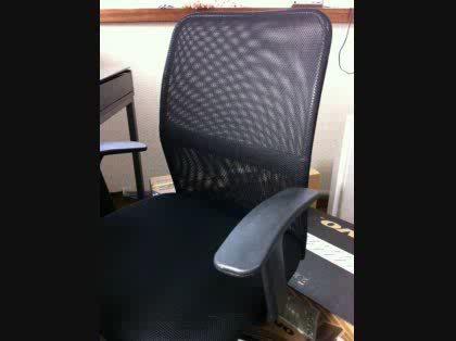 椅子の肘掛けの高さが足りない…