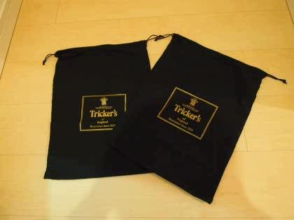 比較的値段の高い靴を買うとブランド名の入った巾着袋が2つ付いてきます。 使い道がわからずたまっていく一方です。 この巾着袋はどういう風に使うのが正しいのでしょ  ...